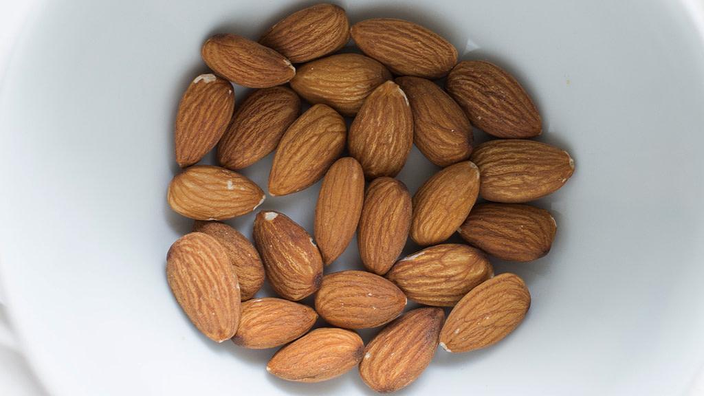 calcolare le calorie mandorle